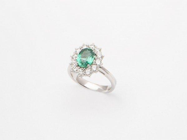 Anello in oro bianco con smeraldo e brillanti - Ivy Gioielli Prato