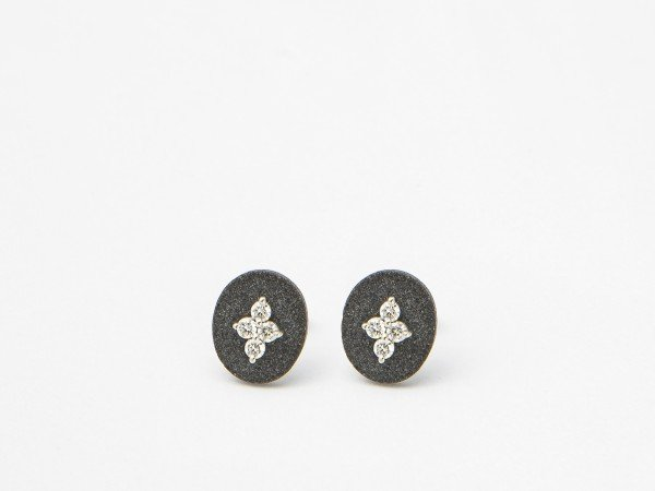 Orecchini in oro bianco pietra lavica nera con Brillanti - Ivy Gioielli Prato